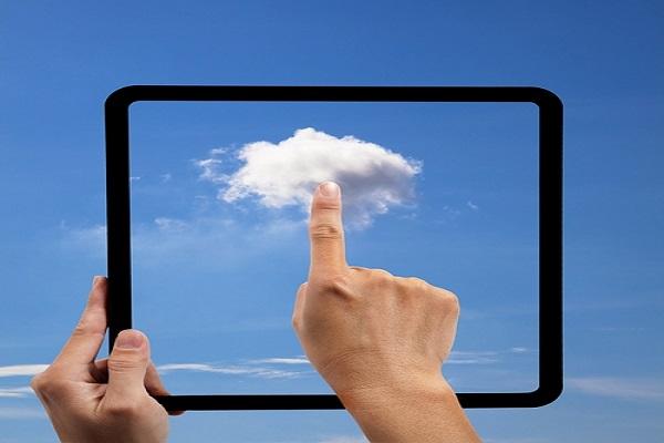 Grâce aux contrats Cloud, notamment laaS et SaaS, l' externalisation IT enregistre une hausse de 50 % par rapport à l'année dernière.