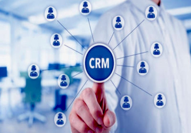 Un CRM est important au sein d'une entreprise cat il permet, entre autres, de connaître le client, ses besoins et de lui fournir des services sur-mesure.