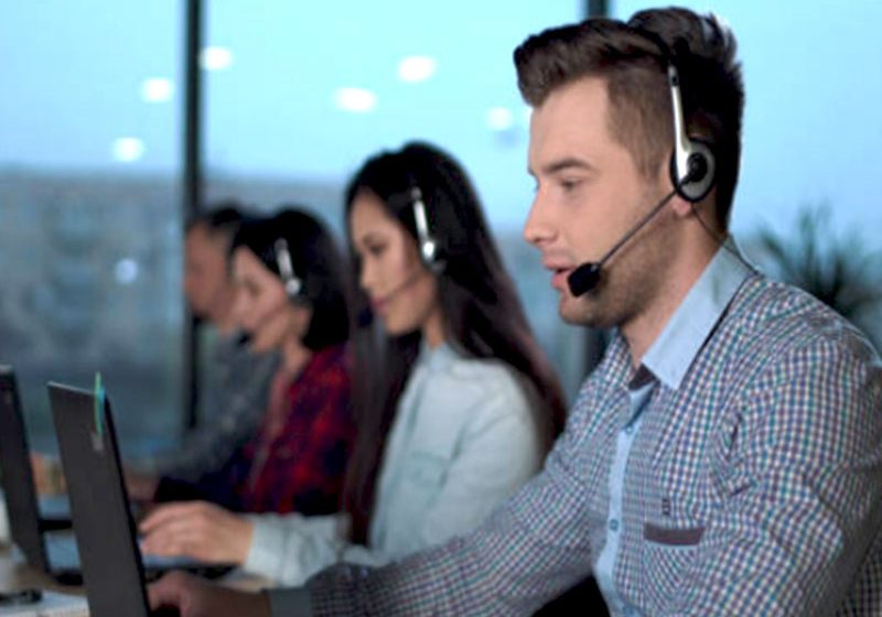 La permanence téléphonique est un moyen qu'ont les entreprises de satisfaire les clients, car cela implique une disponibilité et assistance constantes.