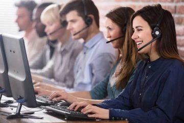 Avec la mondialisation, de nombreuses entreprises ont désormais recours aux centres d'appels pour confier la gestion de leur relation client.